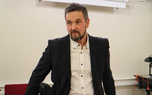 Även Kronoby kommun samarbetsförhandlar, enligt tf kommundirektör Ulf Stenman kommer man i förhandlingarna även klargöra vilken verksamhet som upphört helt och vilken som omorganiserats.