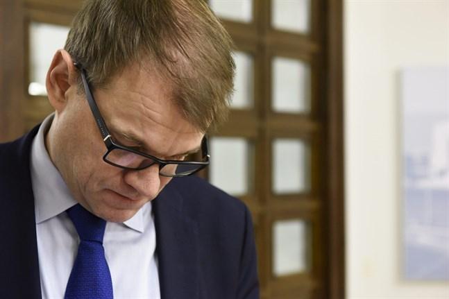 LKS 20161213 - Pääministeri Juha Sipilä (kesk) eduskunnassa Helsingissä 13. joulukuuta 2016. Eduskunta päätti täysistunnossa, että sairaaloiden päivystysasetuksen muutosta ei lähetetä mietinnön pohjalta uudestaan perustuslakivaliokuntaan. LEHTIKUVA / HEIKKI SAUKKOMAA