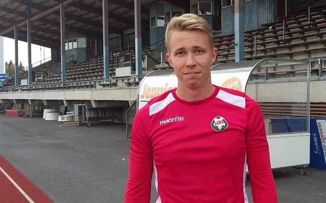 Tom Melarti, här i Jaros tröja, gjorde fyra mål i torsdagens derby.