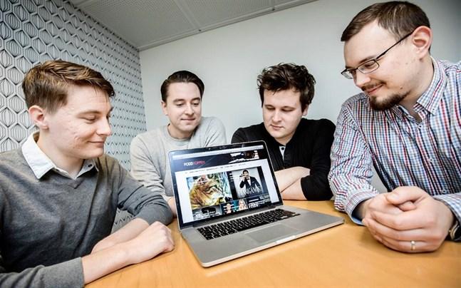 Mattias Lall (till vänster), Adrian Sjölund, Matias Risikko och Simon Yliaho samt David Björklund är männen bakom Poddtoppen.fi.