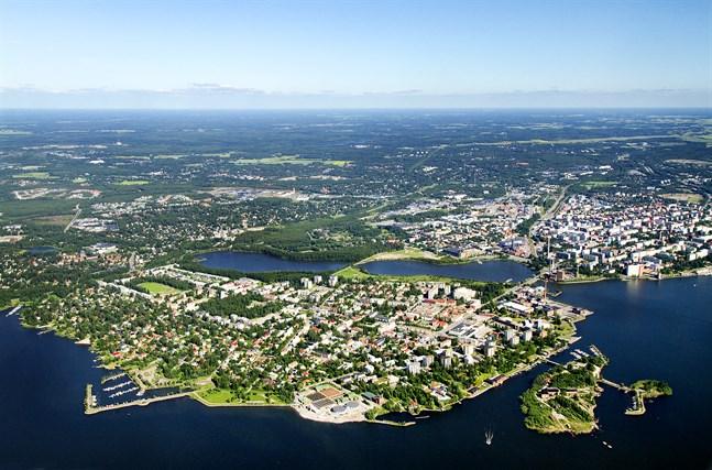 Fortsättningsvis måste hjulen hållas i rullning– men nu måste vi våga titta närmare på hur vi byggt våra samhällsstrukturer, skriver Akavas ordförande Sture Fjäder. Österbotten är en av Finlands konkurrenskraftigaste regioner.