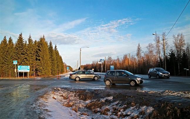 I korsningen mellan Furuholmsvägen och Södra Larsmovägen har det skett en hel del kollisioner och nära ögat-situationer genom åren.