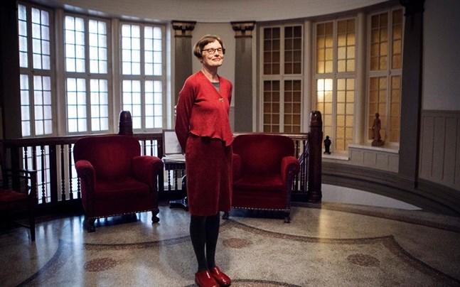 Marit Berndtson, administrativ chef på Wasa Teater, har fullt upp med jobb liksom alla andra på teatern. Detta trots att alla föreställningar är inställda under resten av våren.