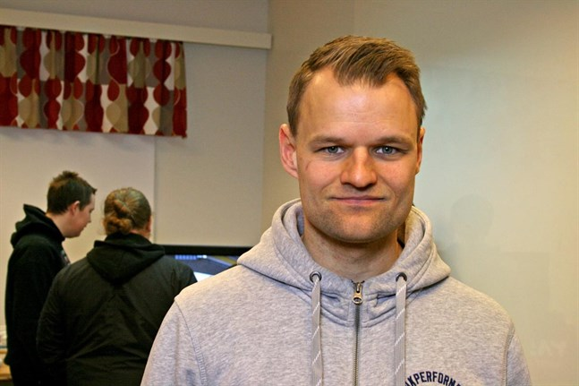 Gymnastikläraren Peter Siegfrids ser till att dataspelarna håller en fysisk och mentalt god form.