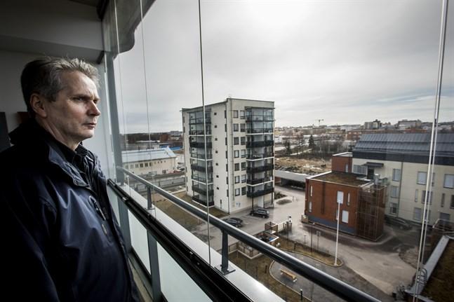 Esko Korpi, direktör för Peab i Vasa, upplever inga problem med husbolagslån i Vasaregionen.