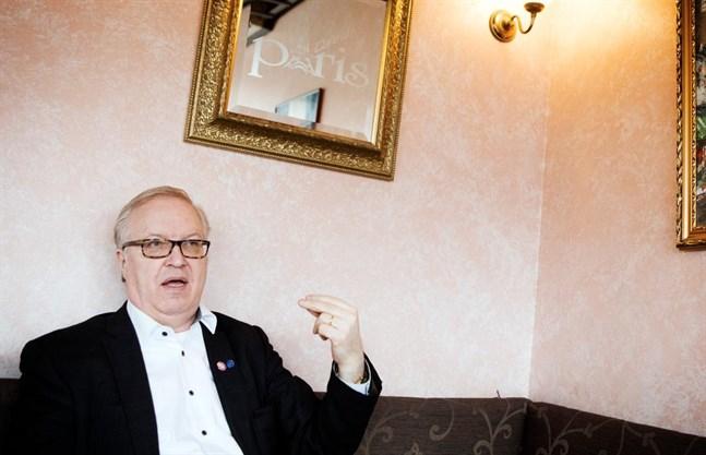 Sture Fjäder vill fortsätta som Akavas ordförande.
