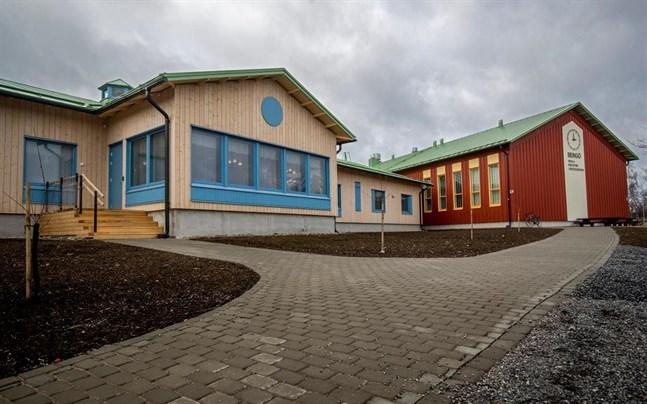 Malax går med i Österbottens välfärdsområde, men värnar sina små äldreboenden. Fyrgården på Bergö är ett sådant.