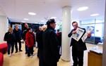 Chefredaktör Kenneth Myntti berättar om versioneringen av ÖT. Öppet hus vid Campus Allegro i Jakobstad.