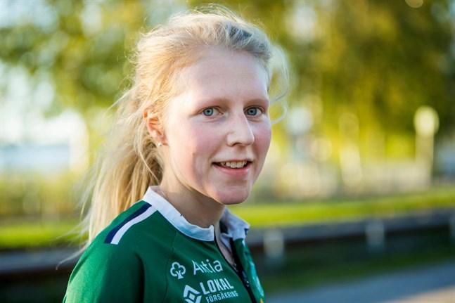 Julia Järveläinen knep DM-guldet på medeldistans i Närpes.