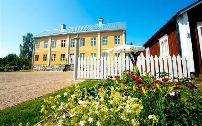 Aspegrens trädgård i Jakobstad är värd ett besök, tycker ett par kommundirektörer i Österbotten.