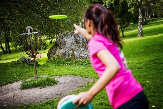 Frisbeegolfbanan i Sandviken har länge varit den mest populära banan. – Åtminstone bland nybörjare i Vasa, säger Patrik Nygård som är vice ordförande för Wasa Disc Golf Club.