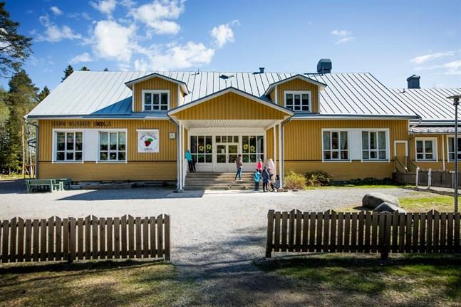 Kuni daghem som finns vid den före detta skolans gavel är en av de daghem som kan hotas med nedläggning om bildningen inte får mer pengar.