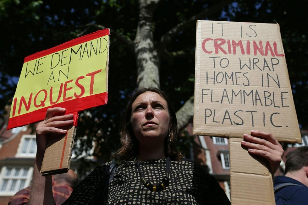 Stora protester vantas i london