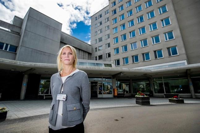Marina Kinnunen gläder sig över sjunkande siffror men påminner om att epidemin inte är över. Bilden är tagen före epidemin.