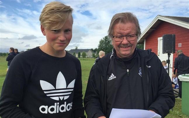Isac Silvan (t.v.), matchens enda målskytt på Falli. Här i samspråk med Sten Kolehmainen.