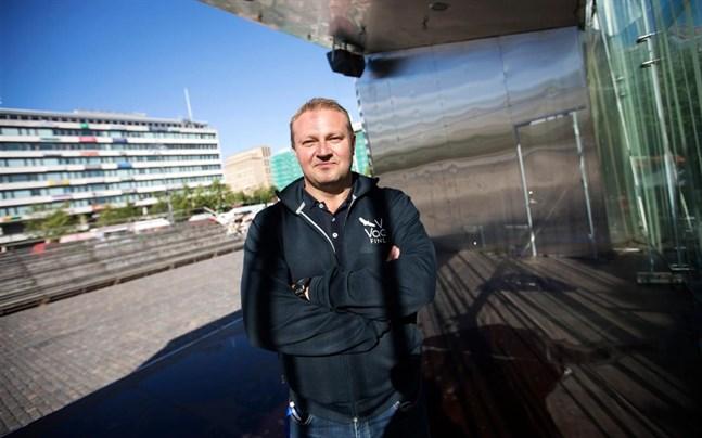Max Jansson väntar på tydligare direktiv om hur sommaren blir. Det är svårt att börja marknadsföra regionen innan man vet om folk får börja resa igen.