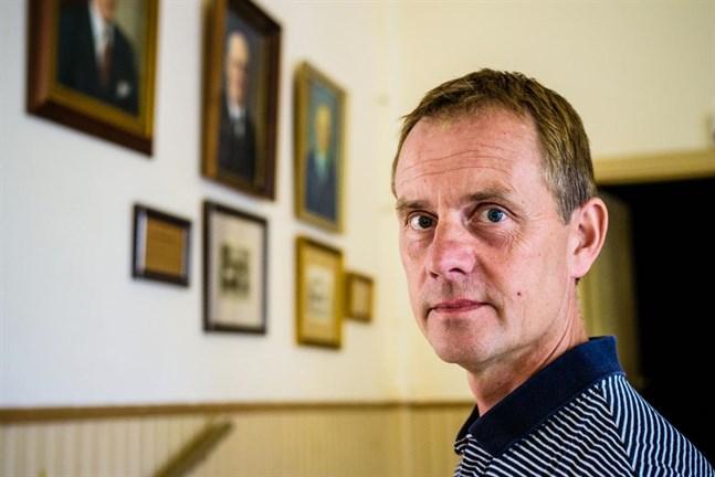 Mikael Fröjdö, ordförande för Kronoby ungdoms- och nykterhetsförening, är ivrig att starta upp ny ungdomsverksamhet i Samlingshuset tillsammans med Folkhälsan.