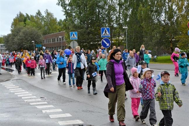 Här är det elever från Stenbackens skola i Kåtnäs i förgrunden.