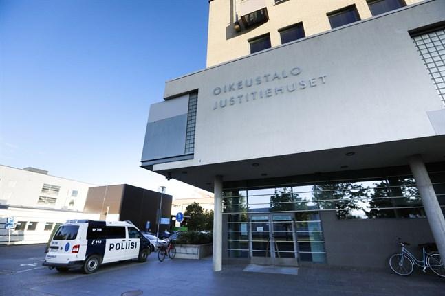 Två åtalas för grovt narkotikabrott vid Österbottens tingsrätt.