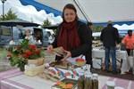 Magdalena Lindroos är en av försäljarna på marknaden och hon säljer bland annat malda örter.