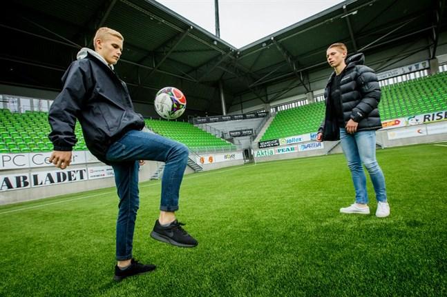 Benjamin Hiekkanen och Jeremiah Streng från Vasa IFK har spelat med U17-landslaget i både kvalet och fortsättningskvalet till EM. Men det blev inget slutspel.