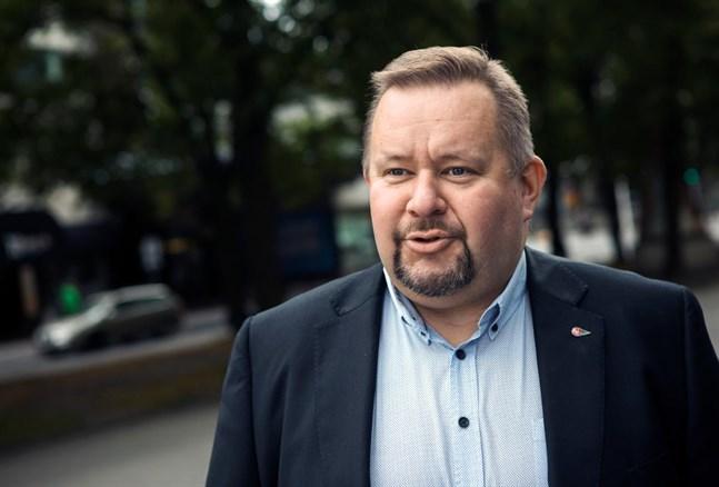 Niklas Iso-aho är vd för Oravais Trafik.