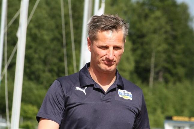 Nijas Sarailija har tidigare tränat både Kraft och Sporting. Nu blir Närpesbon assisterande tränare i division 1-laget VPS.