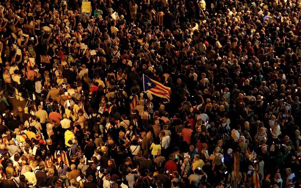 200000 i ljusmanifestation i barcelona