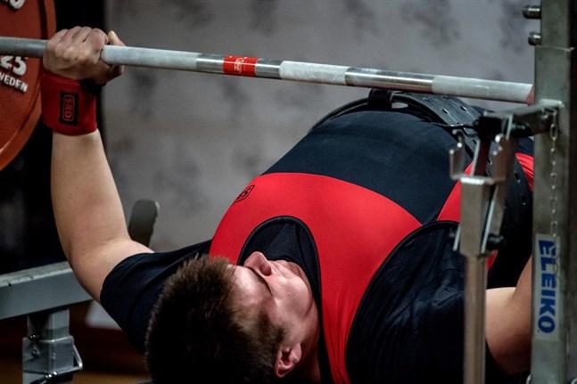 Daniel Holmstedt drogs med en mindre axelskada under VM i Halmstad.