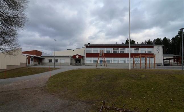 Ytteresse skola har i nuläget 184 elever, om fem år beräknas de vara 121 elever. Men i nuläget har de som bor i Storgjuto i Ytteresse inte sin närskola i egna byn, utan i Bäckby.