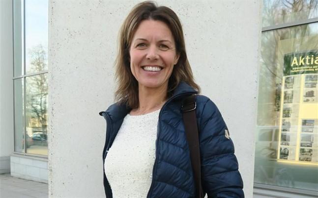 Jeanette Szymanski driver hon sitt eget företag, föreläser och coachar bland annat kring personlig utveckling, kommunikation och relationer.