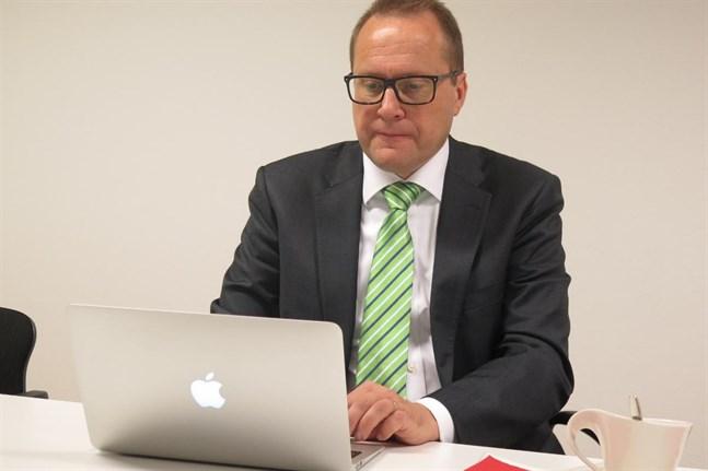 Christian Näsman jobbar själv mycket framför datorn och ser gärna mer teknologi inom rättsväsendet.