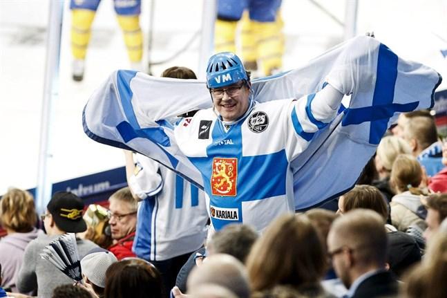 Karnevalstämning råder ofta då Finlands spelar, både i VM och i Karjalaturneringen.