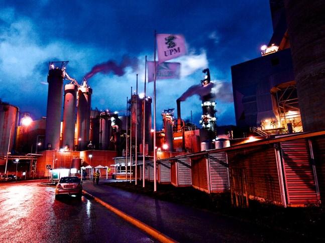 UPM storsatsar men utomlands. Stor biokemikaliefabrik planeras till Tyskland och i Uruguay ska en helt ny massafabrik byggas.