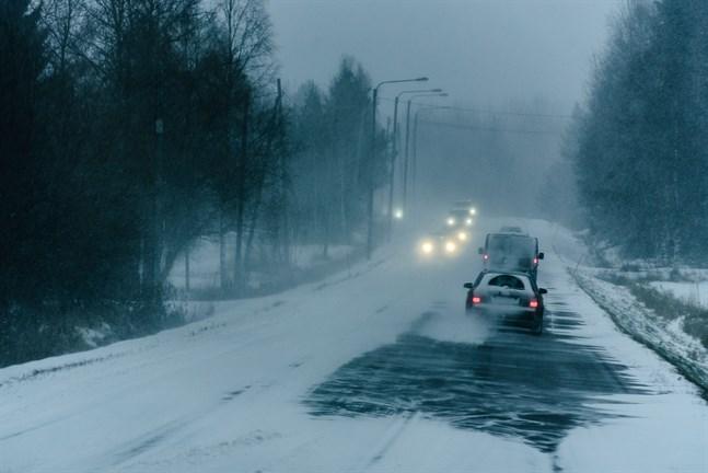Otaliga gånger steg vi upp klockan 03 och körde uttröttade i rykande snöstorm land och rike runt med barn utan bälten i bilen, skriver Markus Karlsson.