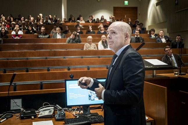 Ledande överläkaren Petri Bono från Helsingfors universitets centralsjukhus tror inte att cancervården vid Vasa centralsjukhus kommer att påverkas i någon större utsträckning av de pågående reformerna.