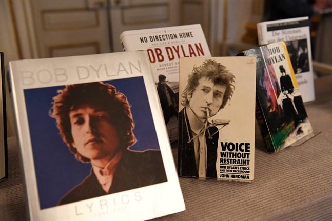 Bob Dylans verk uppställda i Börshuset i Stockholm.
