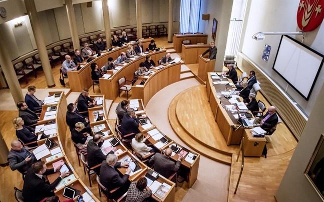 Pedersöre fullmäktige beslutar om skattehöjning om kvällens möte.