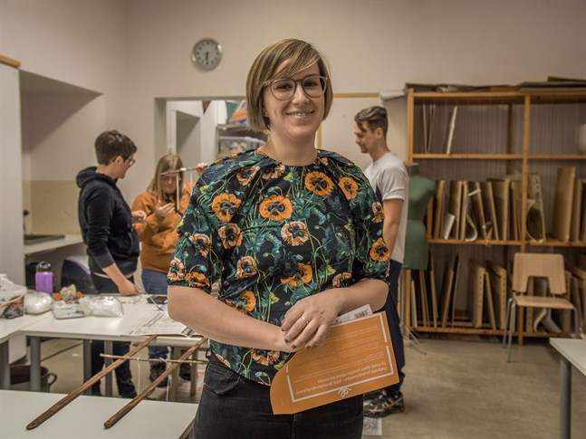 Irene Bäckman (SFP) tar en ordinarie plats i Malax fullmäktige.