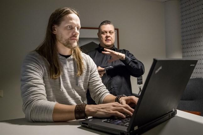 Mikael Norrgård och Thomas Finholm står bakom spelföretaget Gamephase, som utvecklat retrospelet Thy Sword.