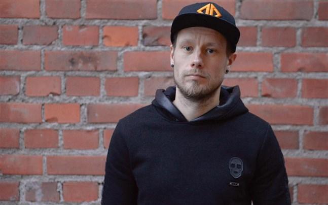 Jonas Kuhlberg från Jakobstad och basist i rockbandet One Desire.