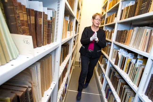 Hyllorna är högst ordinära, bokskatterna desto ovanligare. Christina Flemming står bland de böcker som nu utsetts till nationellt världsminne av Unesco.