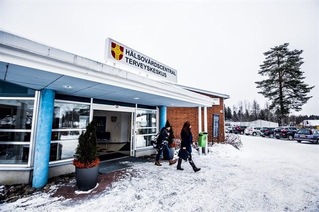 En person i personalen vid Korsholms hälsovårdscentral har smittats av coronaviruset. Man är nu klar med smittspårningen och alla som kan ha exponerats är kontaktade.