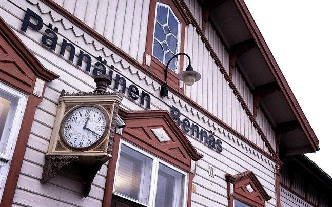 Bennäs station - Pännäisten junaasema