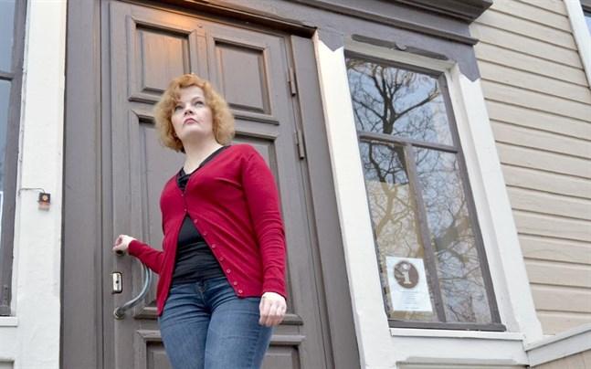 Stadsdirektör Minna Nikander föreslog en rådgivande folkomröstning om fusionsförslaget.