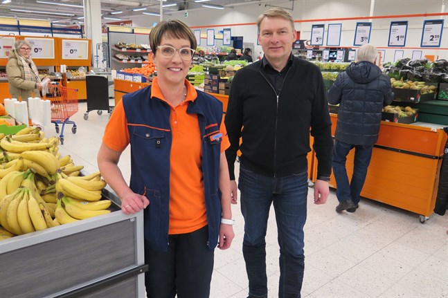 Heikki Tynjälä tillsammans med                        Teija Haapanen, som tillhör ägarfamiljen.