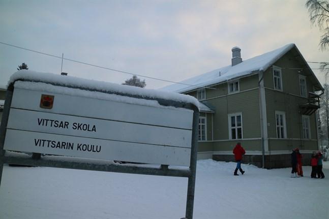 Vittsar skola i Karleby lades ner vid årsskiftet och fastigheten är nu till salu.
