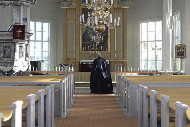 Kyrkoherden i Kronobys nya församling placeras i Nedervetil, medan Terjärv och Kronoby delområden får kaplaner.