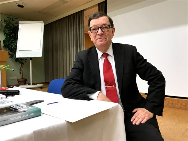 Paavo Väyrynen återvänder till Centern och planerar att utnyttja alla möjligheter att påverka partiets ideologiska och politiska linje.
