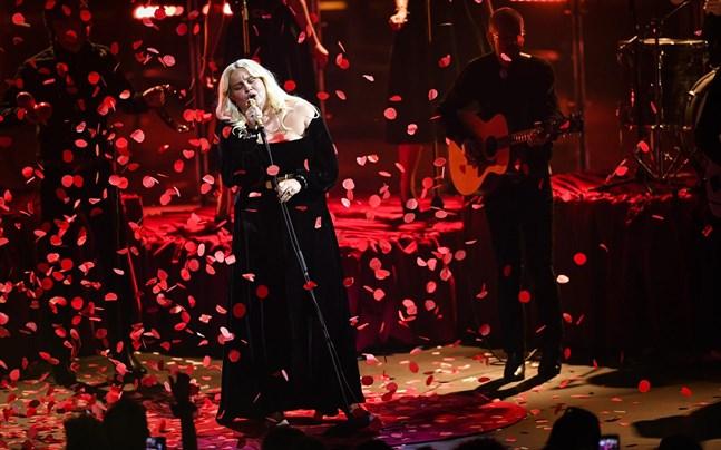 Sarah Klang gillar att bjuda på show när hon står på scenen. Så här såg det ut när hon uppträdde på P3 Guld-galan i Partille i januari.Foto: Björn Larsson Rosvall/TT
